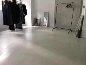 地坪白色,搭配創意牆面效果。