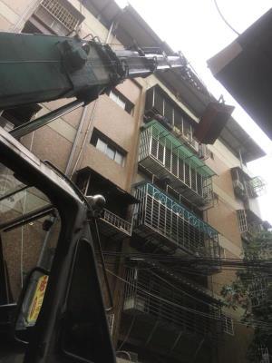 三重公寓牆面地面見底