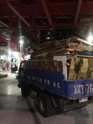 台北信義影城木作隔間拆除