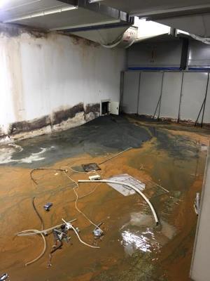 台北機房隔間拆除、汙泥清除