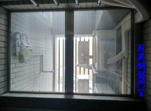 對開摺疊式紗窗