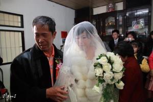 父親對女兒的不捨