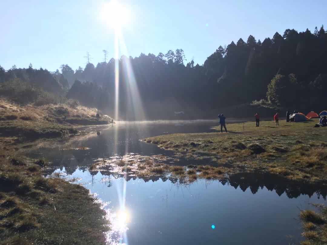 加羅湖畔紮營兩天一夜