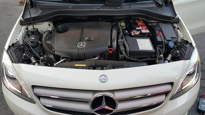 感謝客人介紹他的爸爸來店安裝 奧地利紅牛Banner 58001(80AH)AGM深循環電池 安裝車種為 賓士B200TDI柴油車 安裝後客人超級滿意!