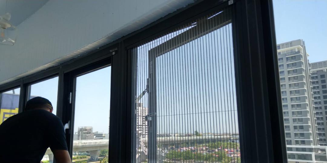 台中鋁門窗安裝修繕-修理紗窗紗門|洪福居家門窗行