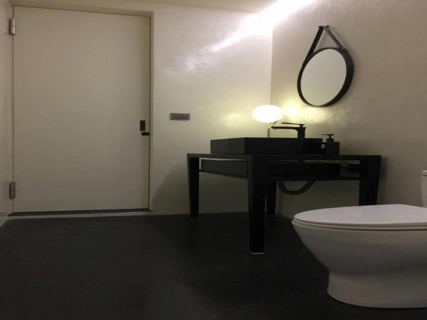 (白色)浴室牆面