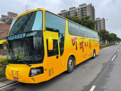 34人豪華旅遊三排座椅大巴士