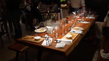 在BBQ用餐永遠不缺大宅酒窖的葡萄美酒🍷