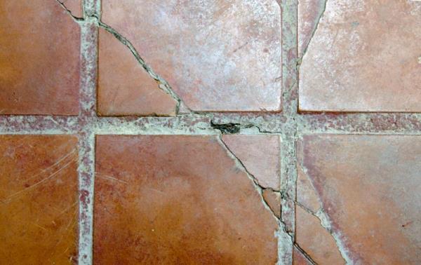 磁磚膨拱破裂是可以預防的