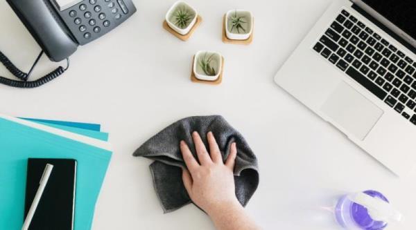 桌面櫃體等平台容易囤積灰塵,隨手擦拭遠離過敏危機