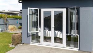 鋁門窗常見種類-隔音門窗與氣密門窗|台中烏日新興鋼鋁防盜門窗行