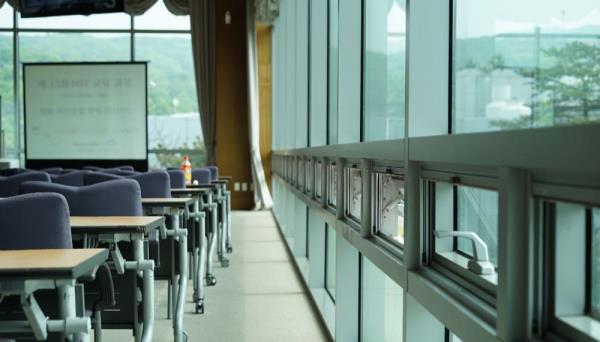 鋁門窗是門窗安裝推薦選用材質,價格親民且延展性高
