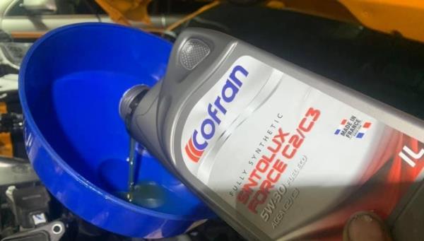 汽車機油定期更換,才能保持汽車健康