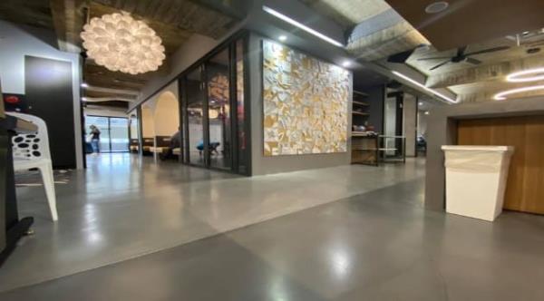 創意地坪工業風格,深受商業空間業者青睞