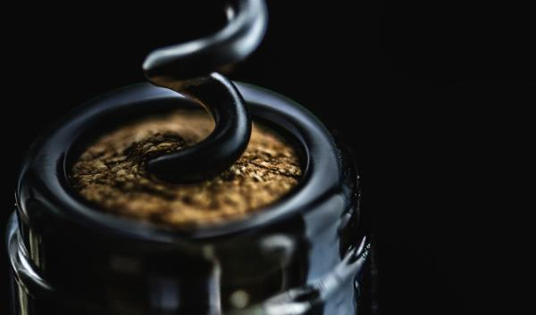 開瓶器一鑽,葡萄酒最佳風味期倒數計時